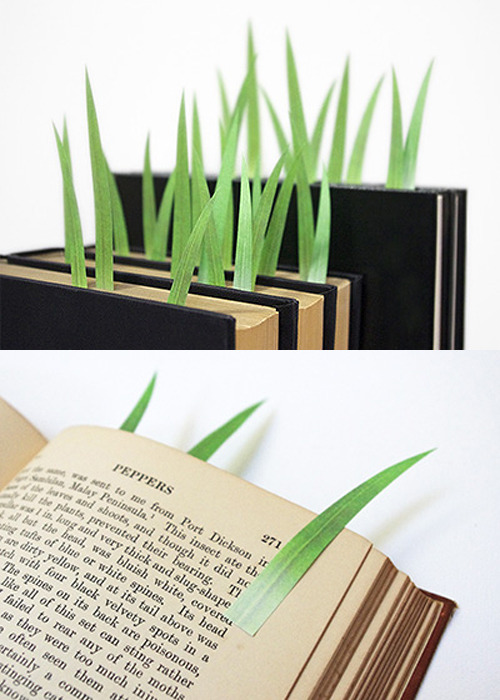 thepointofcarlo:  bauldoff:  GreenMarkers are very cute grass-shaped page markers from Japanese design studio Yuruliku. Marks you make appear and cover like new grass on your books and reference materials. (via BoingBoing)  NEED!