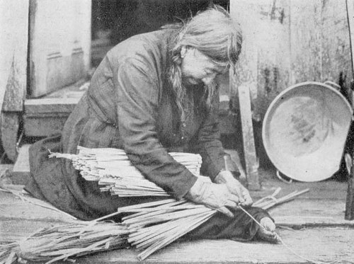 Native American Klickitat woman weaving a mat 1906 from The Textile Blog
