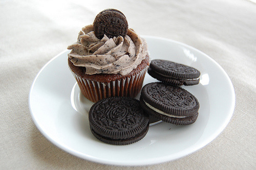 prettyfoods:  thelovelybones:Cookies n' Cream Cupcake // Chocolate cupcake topped with Oreo cookie buttercream frosting.  (via thisisnotthelovelybones)