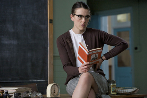 sensacine:  Olivia Williams in An education.  I'm hot for teacher.