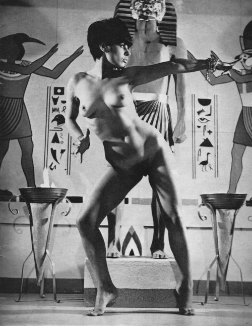walk like an egyptian… grottu:  bigfun:  retrodoll:  Harrison Marks via Arty