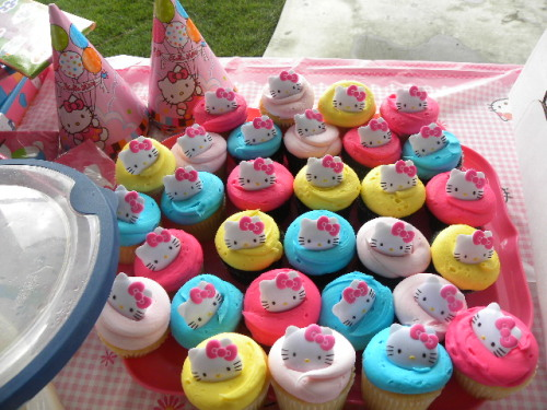 hello kitty cupcakes and party hats  Submitted by xoxoxoxoariel