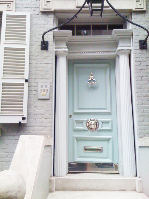 (via hopscotchandgrace) so pretty. the tiffany box of doors