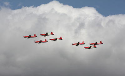 dannnao:  nemoi:  Swiss Air Force PC-7 Team, 7 (via sohvimus)