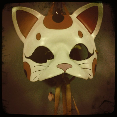 'lucky cat mask'