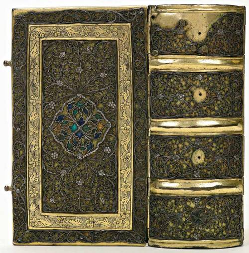 yama-bato:  The best hand-bound books presented to the Royal Library of the Netherlands. via http://www.deliciarum.info/27/02/2010/