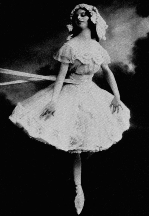 "mudwerks:  therealmlw:  classicfilmheroines:  Anna Pavlova as Lise in the ballet ""La Fille Mal Gardee"" (The Wayward Daughter) Photo taken at the Mariinsky Theatre, St. Petersburg, Russia, circa 1910. Image Source: Wikimedia Commons"
