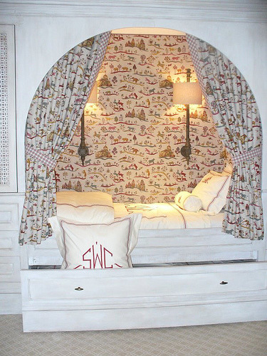 Bed-in-a-nook from Apartment Therapy (via KFSonshine)