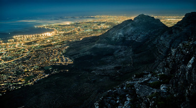 This amazing photo of Capetown, South Africa is part of a series of night landscapes by Jakob Wagner. It almost feels a bit Blade Runner esque…