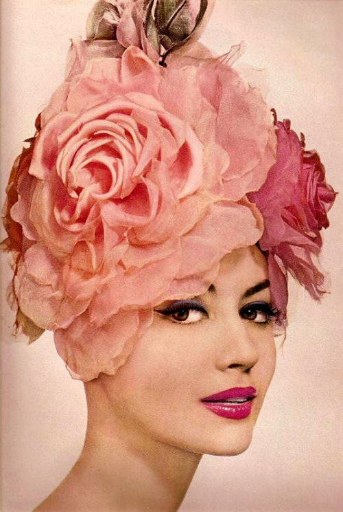 latinamericana:  messaluna:  room269:  myvintagevogue:  vintage hair & makeup 1959   Uuuuuuuuuuuu love it!