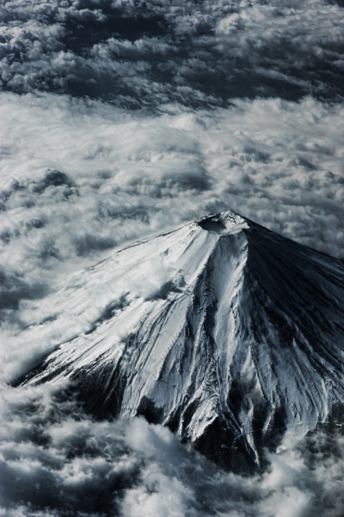 oasi:  eloise-:  constantflux:  Mt. Fuji (via orange_kuma)