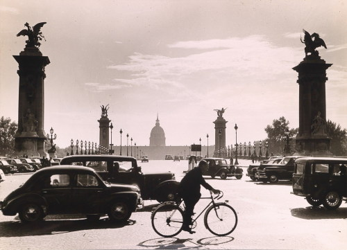 so30s:  Dr. Paul Wolff & Alfred Tritschler ~ Paris, Pont Alexandre III.1930s via lotus_feet