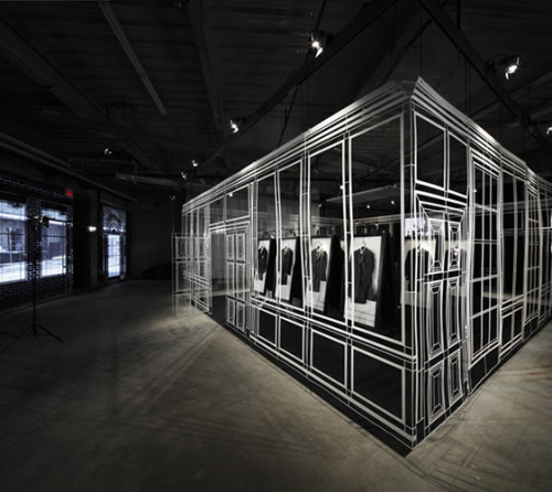 Dunhill A/W10: Fashion Installation by Campaign http://www.youtube.com/watch?v=UetcrLuWTbY http://campaigndesign.co.uk/