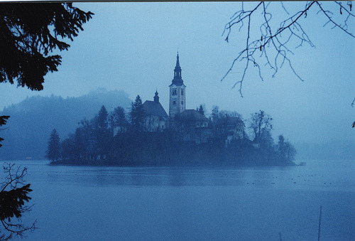 gatekeeper:  rememo:lake bled, slovenia (via cloughaj)