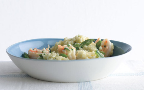 lemon risotto with asparagus and shrimp  clipping this recipe to make sometime very soon. it's a lot lighter than most of the other risotto dishes out there, which is great. nom nom nom (via)
