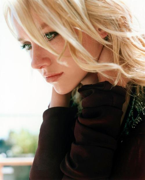 suicideblonde:  bohemea:  Naomi Watts - Interview by Carter Smith, September 2002