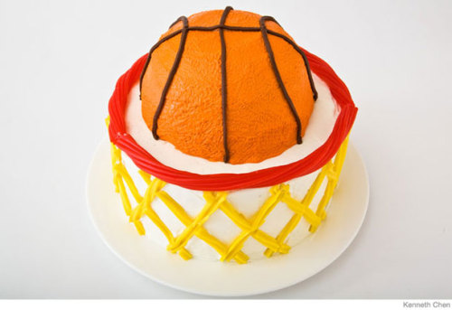 'Tis the season for basketball…cake! (It's SO much easier to make than it looks. We promise.) More amazing cake ideas here and here…