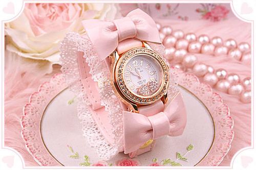 Very cute lolita wristwatch aestheticlolita: cottoncandydays: fuckyeahprettybows: glam-kills: arseniccupcakes: (via carcasses)