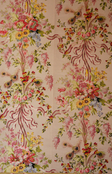 plus dress from Marie Antoinette 18thcentury:  eachdayaflower:  Detail of wallpaper in the queen's bedroom at the Palace of Versailles.