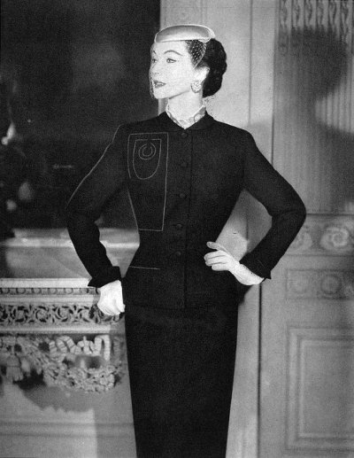 myvintagevogue:  Dovima wearing Edith Small 1952