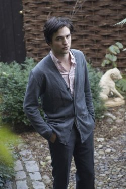 menincardigans:  Submitted by Mandy. Thanks!   cardigan LOVE. MAJOR love.