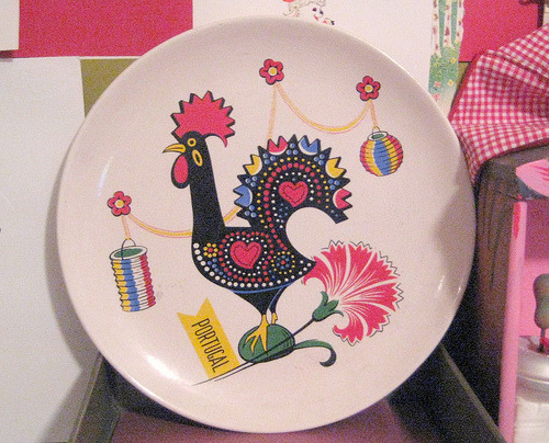 thrifted rooster plate (via paperbullet)