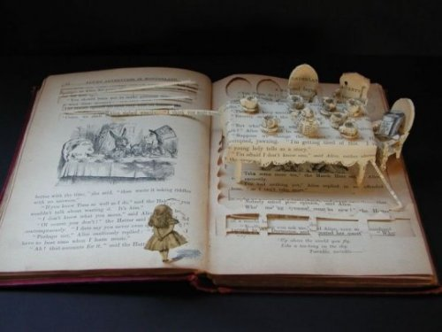 9GAG - Awesome Book Art