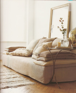 reverberating:  Living room sofa inspiration (kimhascats)