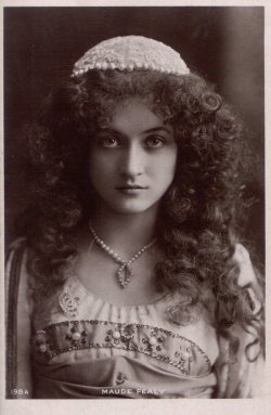 turnofthecentury:  Maude Fealy as Juliet via rosewithoutathorn