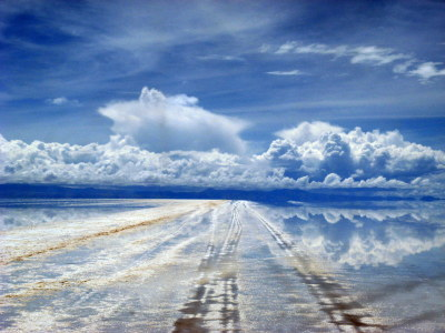 Uyuni Salt Lake: Road to heaven
