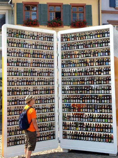 I'd like my beer fridge to look like this. Heck, I'd like to just have a beer fridge. (via mikelovesbeer)