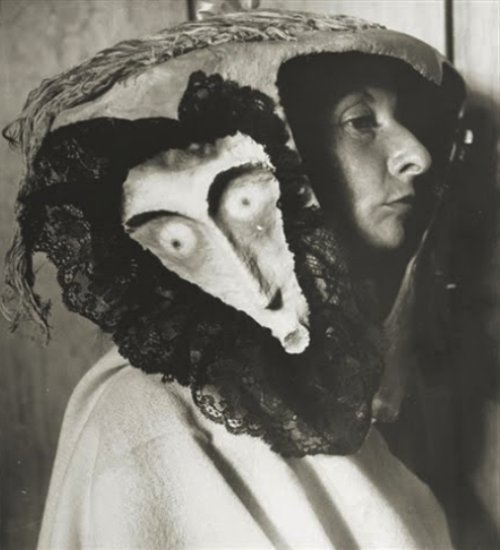 sealmaiden:  Remedios Varo with a mask made by Leonora Carrington and Kati Horna (via frenchtwist)