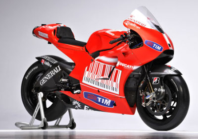 motorcycle-racing-pics:Ducati MotoGP 2010 Desmosedici GP10 Motorcycle Pic Casey Stoner / WallpaperFind 2010