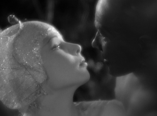 via A Midsummer Night's Dream (1935, dir. William Dieterle & Max  Reinhardt)