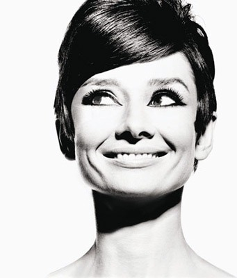 Audrey Hepburn is so pretty.