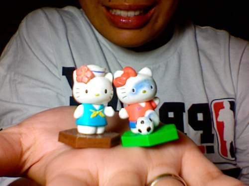 hello kitty vending machine toys - sailor kitty & soccer kitty submitted by skyemundon