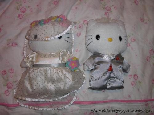 hello kitty bride and groom (Submitted by rawrxkimberlyy)