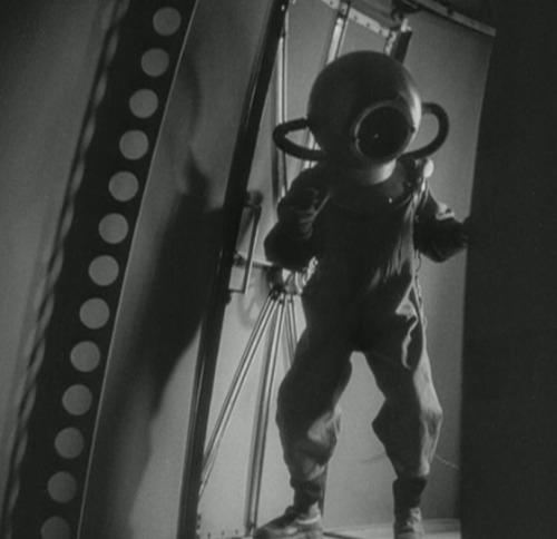 The latest in 1920's astronaut style via Woman in the Moon (1929, Fritz Lang)