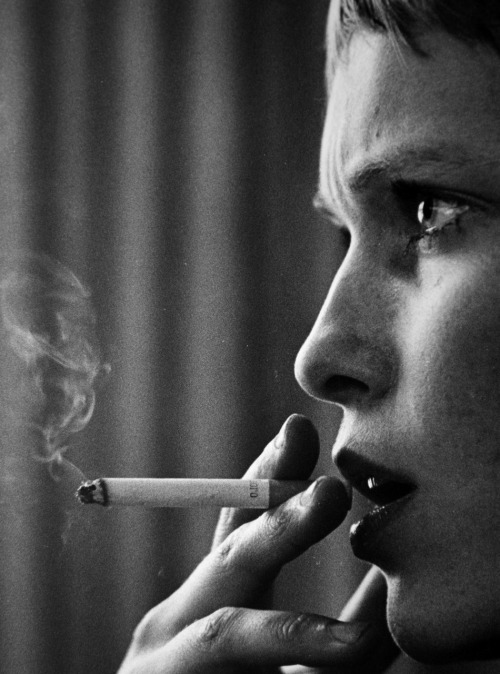 Mia Farrow, 1969. Photo by David Kennerly. (via)