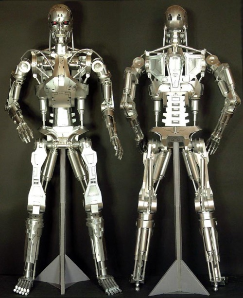 Amazingly, this Terminator is made of paper! TERMINATOR T800 ENDOSKELETON papercraft