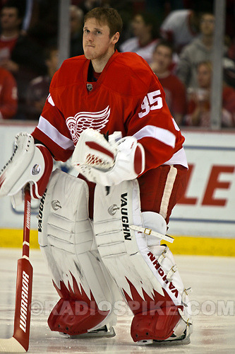 Meet my new man-crush, Jimmy Howard. Potential rookie of the year winner, and I've always been partial to goalies. Following the Ryan Miller blueprint to NHL superstardom; stars at a US College powerhouse, bides his time in the AHL before establishing himself as a premier goaltender. Love his leg pads, simple yet dynamic  Big shutout tonight. Love how the mask pays tribute to Wings legends