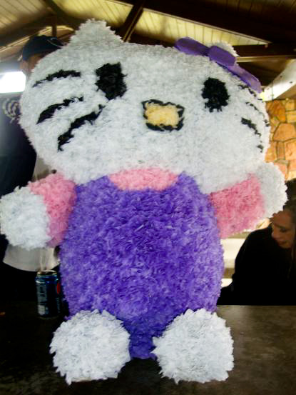 DIY hello kitty piñata