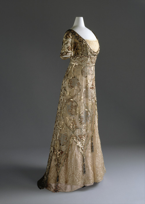 edwardianera:historiful:Callot Souers evening dress, 1910.