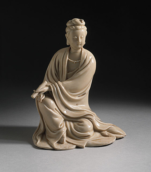 Statue of Guanyin, Early Qing Dynasty.