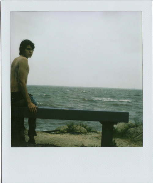 (via boysandpolaroids) I love stormy seas.