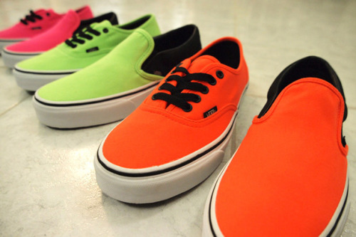 alohanico:  Vans 2010 Fall/Winter Neon Pack Ohgod,i'm so attracted to these. <3