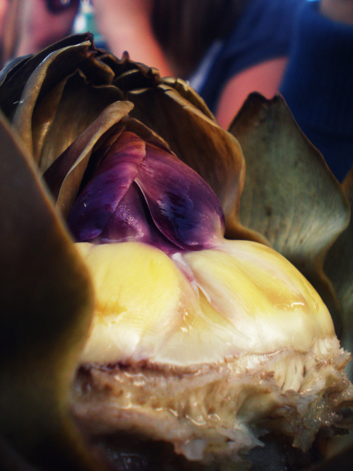 citricacidlemondrops:  artichoke=love  This looks delicious. Finer things dinner party + some arties?
