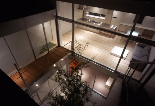 meumoleskinedigital:  House with Court, Tokyo - Japan (2005) by K+S Architects