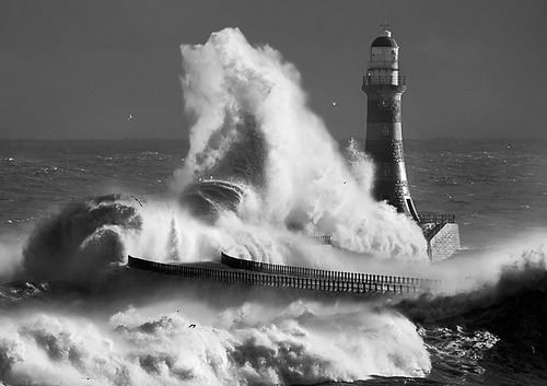 black-and-white:  Roker-lighthouse mono (by jonboy24/7)