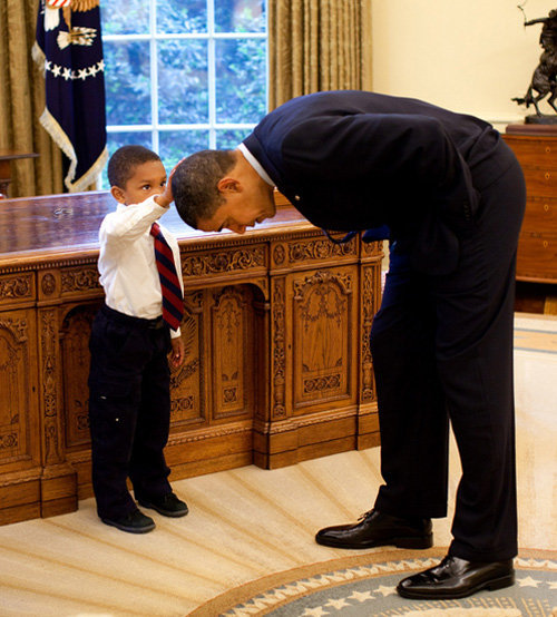 simplycomplex27:  Recent photo of a little boy visiting the White House. He wanted to feel Obama's hair because he wanted to know if the President's hair felt just like his. Obama obliged. Priceless.